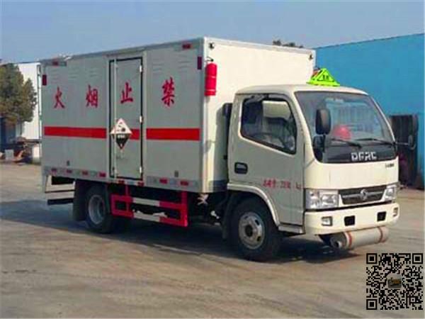 东风4米2黄牌腐蚀性物品厢式运输车排量大马力足